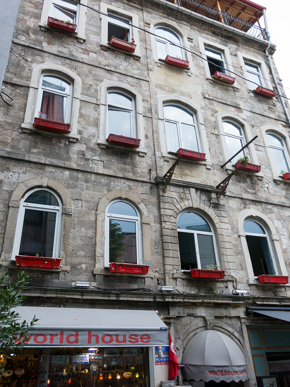Hostel review world house hostel in istanbul for Amida house istanbul